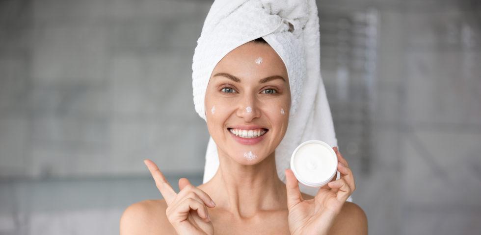 Skincare pelle grassa: la beauty routine da seguire (e quali prodotti usare)