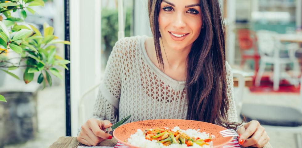Monopiatto, sì o no? Come funziona la (praticissima) dieta del piatto unico