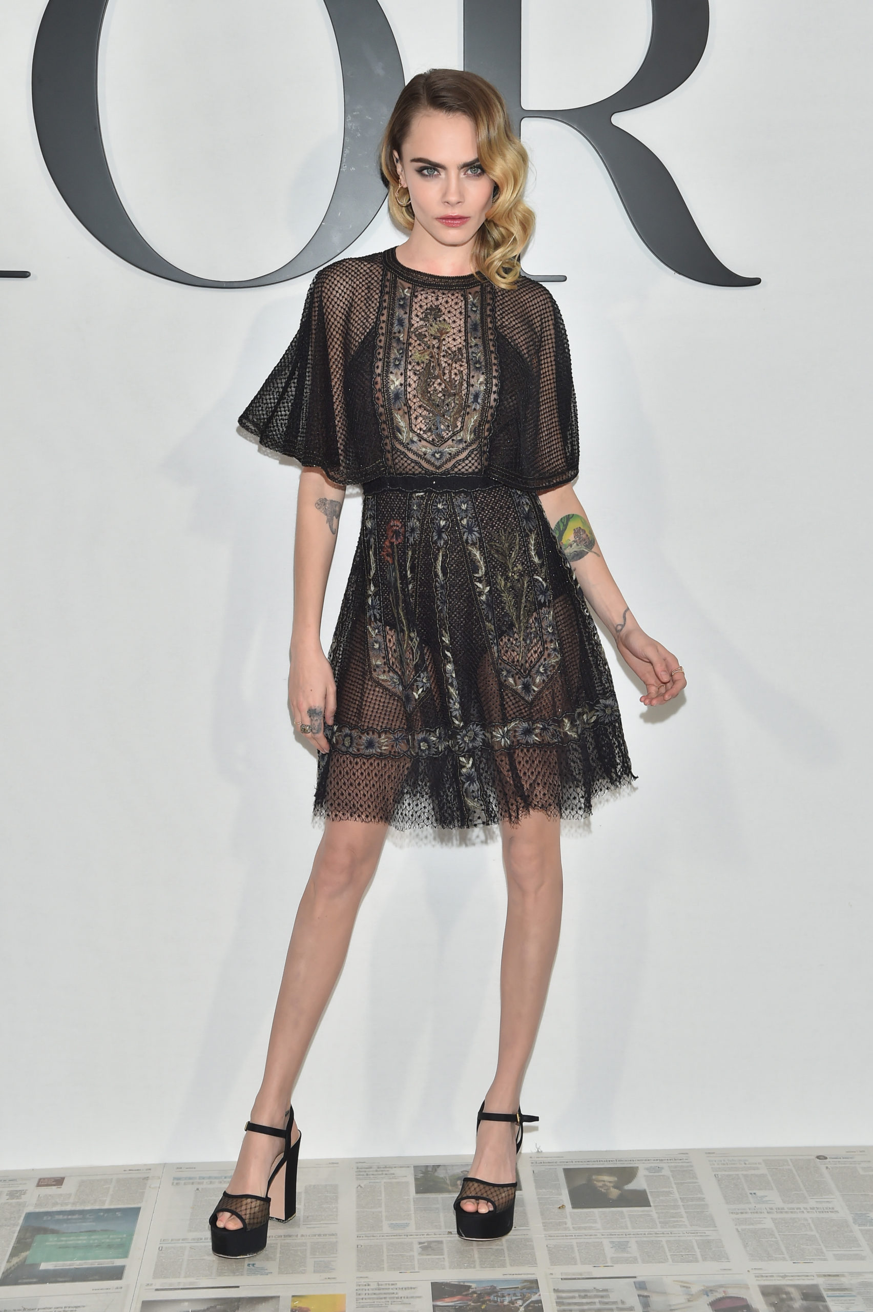 Cara Delevigne indossa un cocktail dress dior