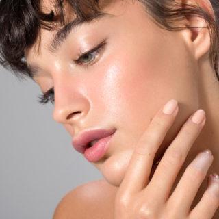 Beauty advisor: stop al viso lucido, cosa fare?