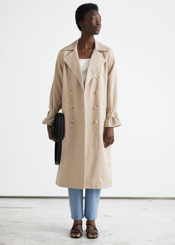trench beige e jeans