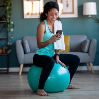 La fitness routine con la fitball (da fare a casa)
