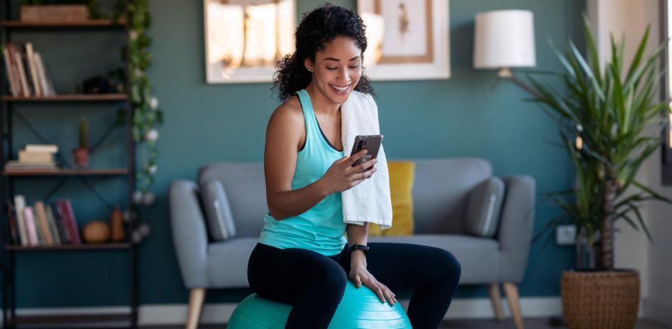Esercizi con la fitball, la fitness routine con la palla (anche a casa)