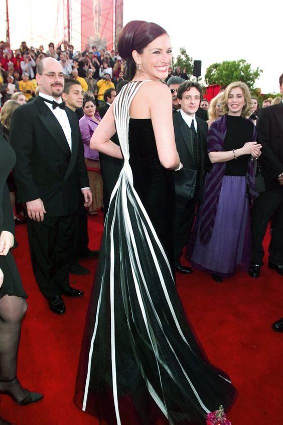 Julia Roberts con l'abito Valentino agli Oscar 2001