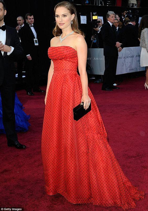 Natalie Portman con l'abito vintage Dior agli Oscar 2012