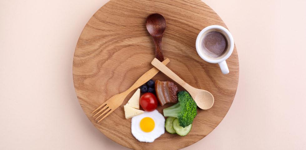 Dieta fasting, come funziona il digiuno intermittente (amato dalle star)