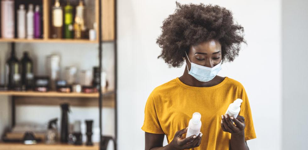 Come ridurre l'irritazione da mascherina sulla pelle del viso