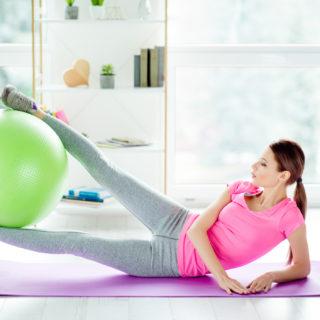 L'allenamento migliore (da fare a casa) per gambe toniche