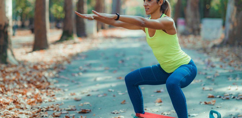 Allenamento con elastici: come usarli per un workout efficace