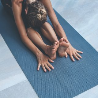 Stretching, gli esercizi che fanno bene alle gambe