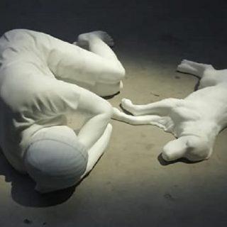 Perché Breath Ghosts Blind di Cattelan è un pugno nello stomaco e al cuore