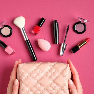 Cosmetici in formato mini da viaggio (non solo kit)