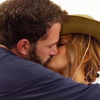 Quanto è romantico Ben Affleck che sceglie l'anello per JLo insieme alla mamma?