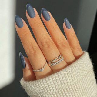 Tendenza unghie opache (bianche, rosse e grigie)