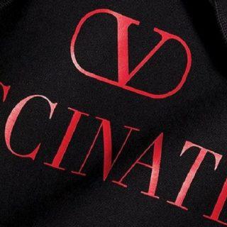 Valentino lancia la felpa (V)Vaccinated per aiutare Unicef nella lotta al Covid