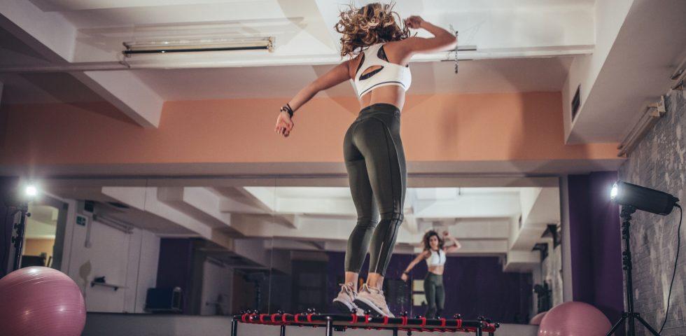 Rebounding, l'allenamento sui tappeti elastici per saltare a ritmo di musica