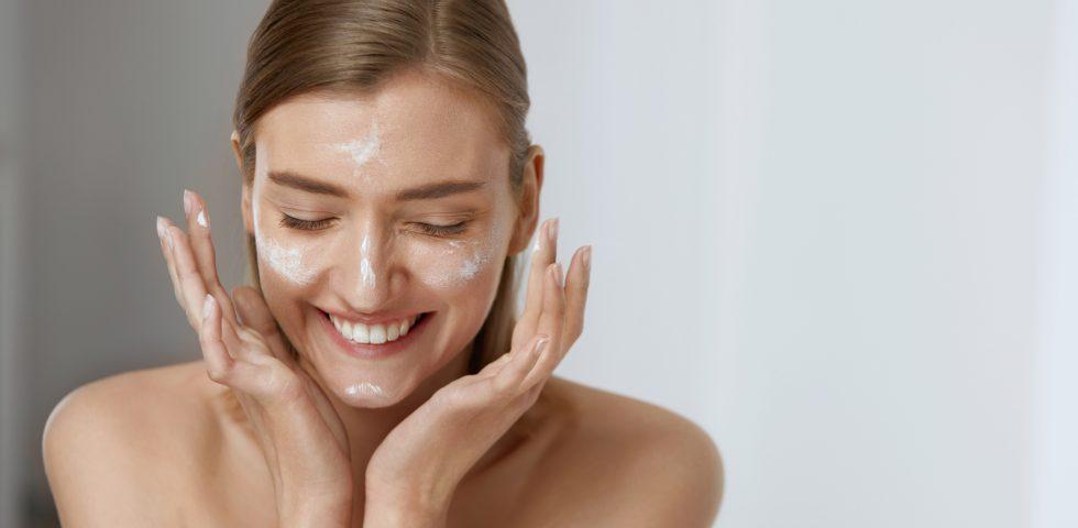 Detergente viso struccante, due azioni con un solo prodotto