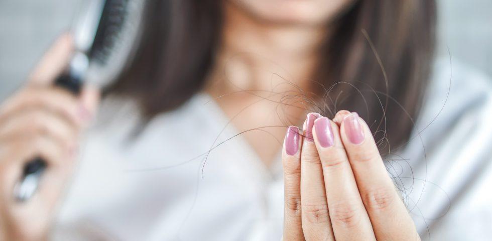 Anticaduta capelli, i migliori prodotti per contrastare la perdita