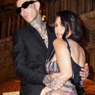 Kourtney Kardashian si sposa: la proposta di Travis Barker