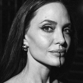 Chin cuff, tutto sul piercing-gioiello di Angelina Jolie