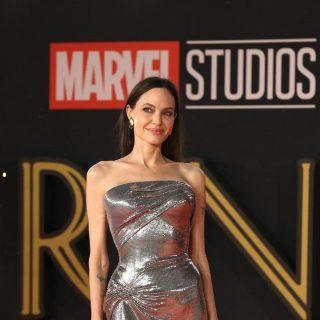 Angelina Jolie e il look da divinità-guerriera