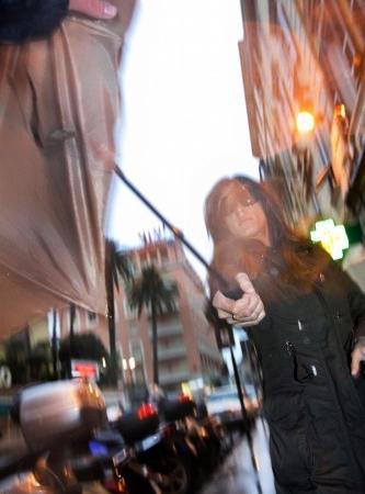 Elisabetta Canalis aggredisce un paparazzo 2