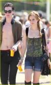 Emma Watson e George Craig al Glastonbury Festival