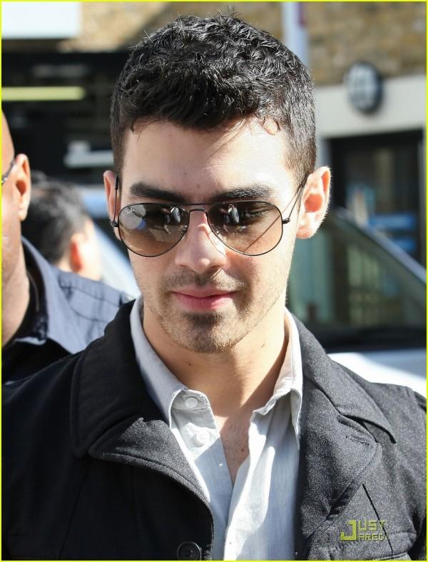 Joe Jonas alla première di See no more 2