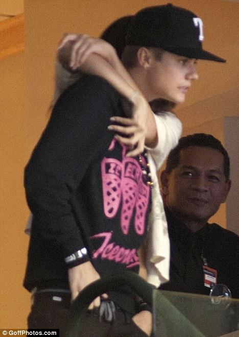 Justin Bieber e Selena Gomez alla finale NBA 2