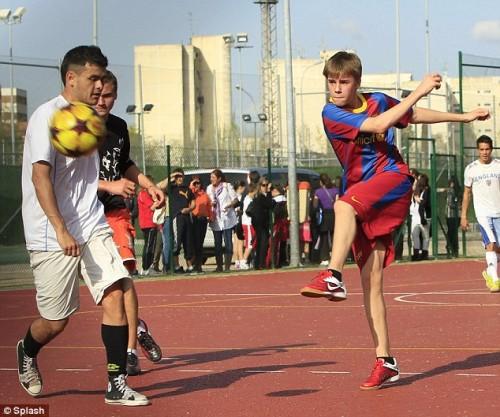 Justin Bieber gioca a calcio 46