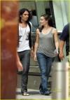 Russell Brand sbarbato con Jennifer Garner sul set di Arthur (19 luglio 2010)