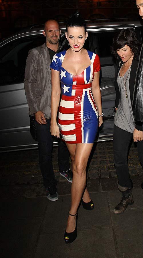 Katy Perry Nuda E Caramellata Nel Video Di Quot California