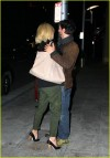 Lungo abbraccio tra Keanu Reeves e Charlize Theron