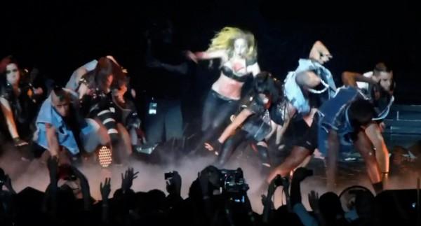 Lady Gaga cade ad Atlanta 2