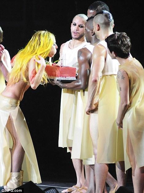 Lady Gaga compleanno sul palco 20