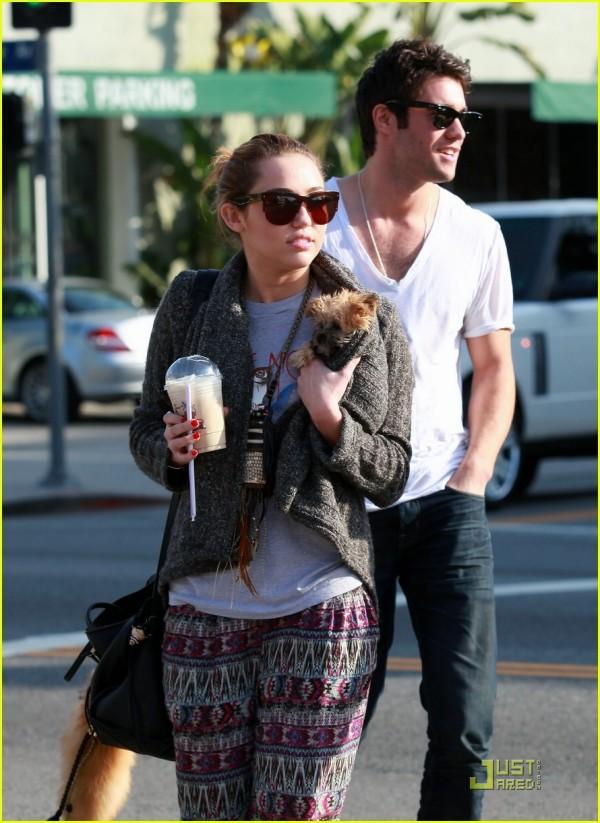 Miley Cyrus e Joshua Bowman LA 28
