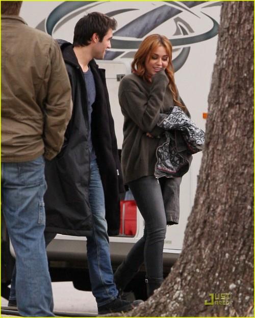 Miley Cyrus e Joshua Bowman
