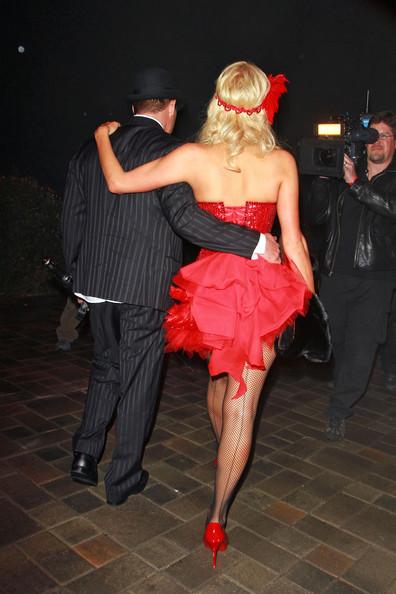 Paris Hilton festeggia 30 anni in stile burlesque 2