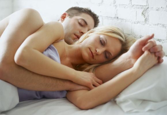 Posizioni nel sonno della coppia 2