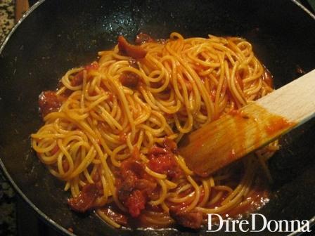 cottura della pasta nella padella