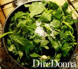 broccoletti in una padella