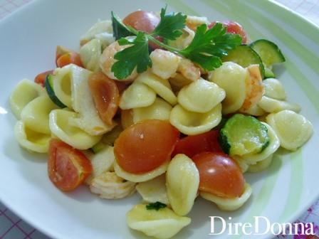 orecchiette con basilico, pomodorini, zucchine e gamberetti
