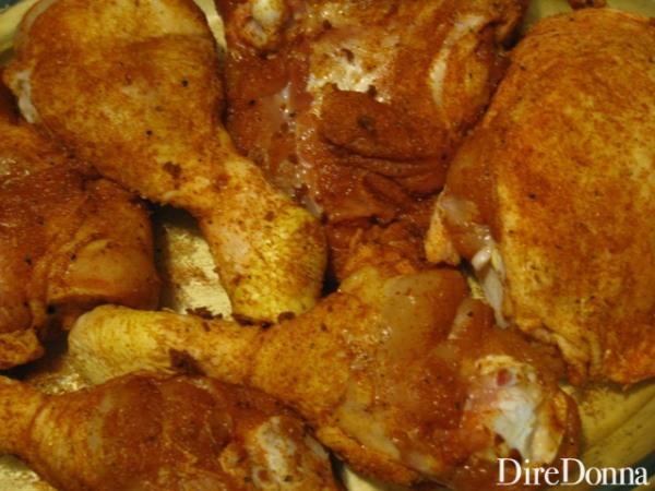 cosci di pollo con sale, paprika dolce e pepe