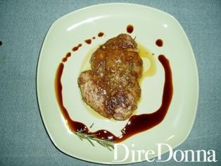 piatto di filetto di tonno marinato