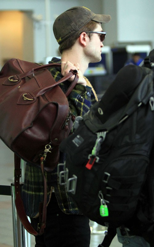 Robert Pattinson atterra a Los Angeles 4