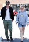 Robert Pattinson con la madre a Malibù