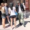 Robert Pattinson con le fan fuori dal cineman a Melibù