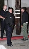 Robert chiede aiuto ai poliziotti per far andar via i paparazzi