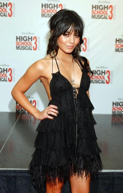Vanessa Hudgens hot su Details 2