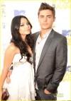 Zac Efron e Vanessa Hudgens agli Mtv Movie Award (5 giungo 2010)